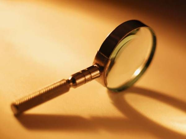 magnifying glass, who done it